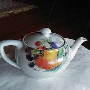 Lovely Limoges tea pot, nice!